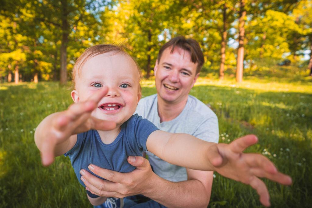 Rodinné fotografování s malým dítětem na Kamýku u Rokycan - Fotograf Radek Vandra